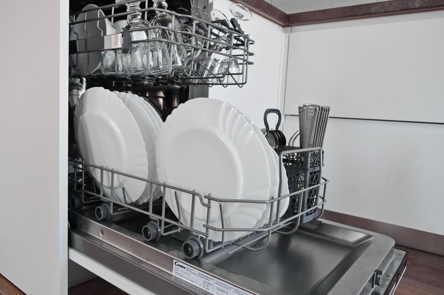 Невидимая, но классная встраиваемая посудомоечная машина Candy Brava CDIH 2D1047-08